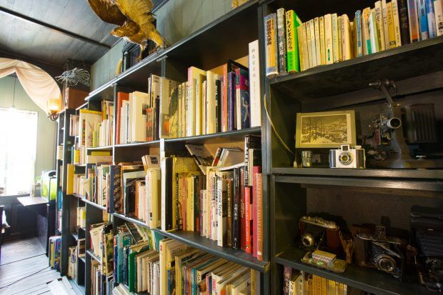 私語厳禁! 静寂の時間を楽しむ喫茶室「アール座読書館」