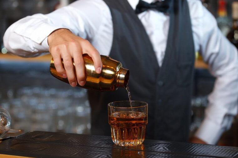 バーテンダー 服装 バー お酒 スーツ フォーマル 面接 バイト フロムエー