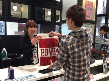 有名ブランド「EDWIN」の商品を扱う当社でアパレルデビューを!