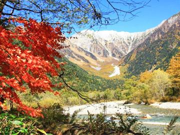 ようこそ秋の上高地へ。