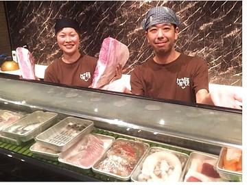 焼肉×寿司ダイニング 【亀せん・やっこ】のアルバイト情報