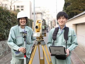 見たことありませんか?【ポールを立てて、カメラのような機械で測量をする】あのお仕事です!