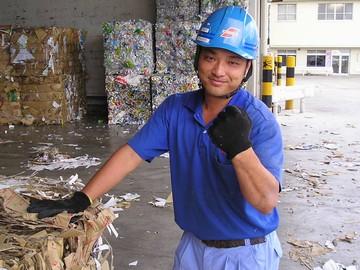 仕事量に関係なく安定収入をお約束!腰を据えてじっくり働ける古紙回収ドライバーのお仕事。